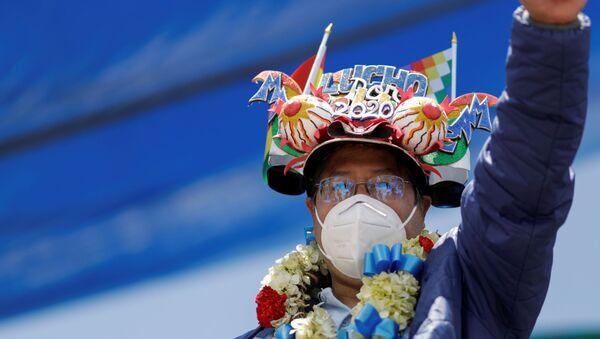 Bolivia's President-elect Luis Arce gestures during a celebration after he won the presidential election, in El Alto, outskirts of La Paz, Bolivia, October 24, 2020. REUTERS/Ueslei Marcelino - Sputnik International