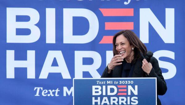 U.S. Democratic vice presidential nominee Kamala Harris campaigns in Troy, Michigan, U.S., October 25, 2020. - Sputnik International