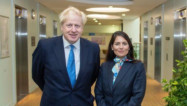 Prime Minister Boris Johnson with Home Secretary Priti Patel in the Home Office. - Sputnik International