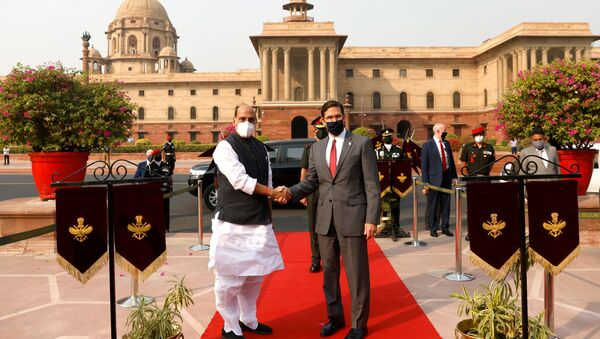 U.S. Secretary of Defence Mark Esper and India's Defence Minister Rajnath Singh shake hands as he arrives to inspect the guard of honour in New Delhi, India October 26, 2020 - Sputnik International