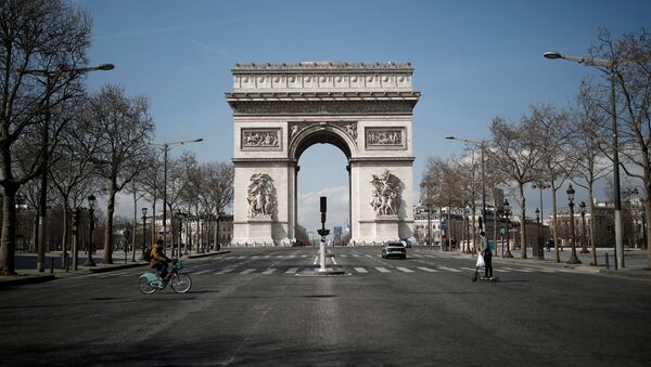 A view shows the deserted Arc de Triomphe as lockdown is imposed to slow the spreading of the coronavirus disease (COVID-19) in Paris, France, March 18, 2020. - Sputnik International