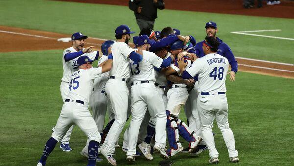 Los Angeles Dodgers players celebrate winning the World Series - Sputnik International