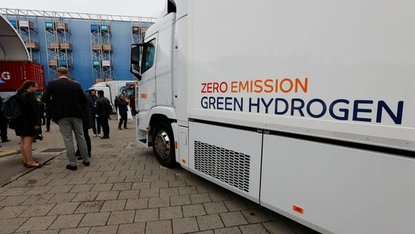 A new hydrogen fuel cell truck made by Hyundai is pictured ahead of a media presentation for the zero-emission transport of goods at the Verkehrshaus Luzern (Swiss Museum of Transport) in Luzern, Switzerland, 7 October 2020 - Sputnik International