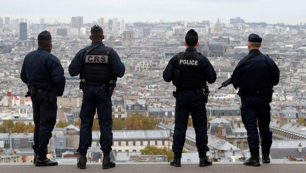 French police and CRS riot policemen patrol in Montmartre in Paris as France has raised the security alert for French territory to the highest level after the knife attack in the city of Nice, France, 30 October 2020 - Sputnik International