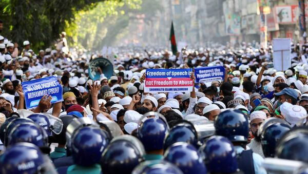 Muslims take part in a protest after Friday prayer, calling for the boycott of French products and denouncing French president Emmanuel Macron for his comments over Prophet Mohammed's caricatures, in Dhaka, Bangladesh, October 30, 2020.  - Sputnik International