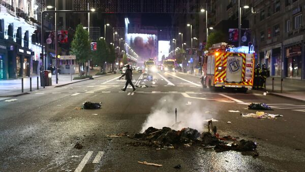 A pile of burned objects are seen on the road during a protest against the closure of bars and gyms, amidst the coronavirus disease (COVID-19) outbreak, in Madrid, Spain, November 1, 2020. - Sputnik International