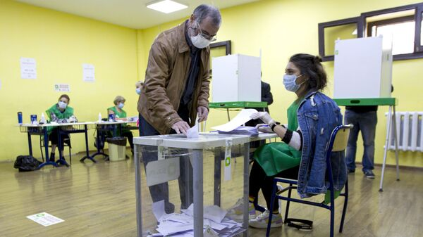 A man wearing a face mask to help curb the spread of the coronavirus, casts his ballot at a polling station during the parliamentary elections in Tbilisi, Georgia, Saturday, Oct. 31, 2020. The hotly contested election between the Georgian Dream party, created by billionaire Bidzina Ivanishvili who made his fortune in Russia and has held a strong majority in parliament for eight years, and an alliance around the country's ex-President Mikheil Saakashvili, who is in self-imposed exile in Ukraine.  - Sputnik International