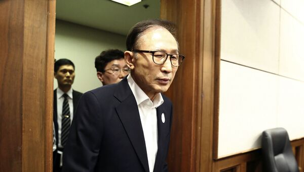 Former South Korean President Lee Myung-bak appears for his first trial at the Seoul Central District Court in Seoul Wednesday, May 23, 2018 - Sputnik International
