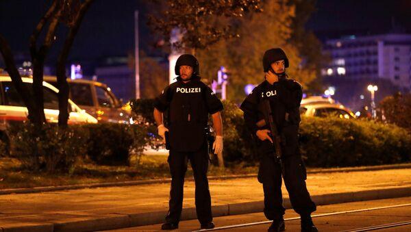 Police blocks a street near Schwedenplatz square after exchanges of gunfire in Vienna, Austria November 2, 2020. - Sputnik International