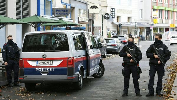 Policemen guard the area on November 3, 2020 close to a crime scene in Vienna after a shooting. - A huge manhunt was under way Tuesday, November 3, 2020 after gunmen opened fire on November 2, 2020 at multiple locations across central Vienna, killing at least four people in what Austrian Chancellor Sebastian Kurz described as a repulsive terror attack. - Sputnik International