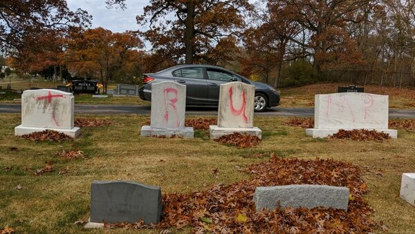 Graves are tagged with graffiti reading TRUMP at a Jewish cemetery in Grand Rapids. The graffiti was discovered on 2 November 2020 - Sputnik International