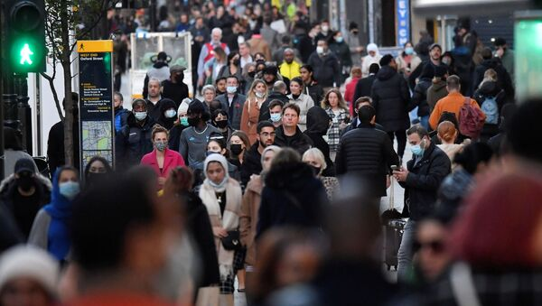 Shoppers walk after new nationwide restrictions were announced during the coronavirus disease (COVID-19) outbreak in Oxford Street, London, Britain, November 2, 2020. - Sputnik International