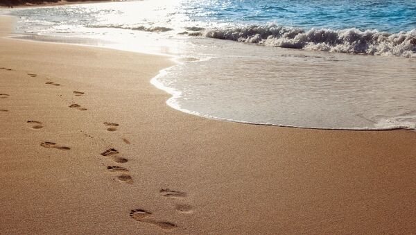 Footprints on sand - Sputnik International