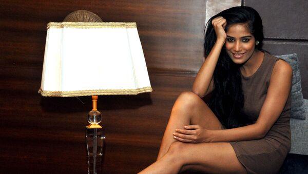 Indian model Poonam Pandey (2011 Kingfisher Calendar girl) poses for a candid photo shoot in Mumbai on 1 June 2012 - Sputnik International