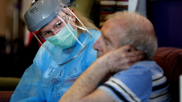 Elderly man at a care home with a nurse in full PPE - Sputnik International