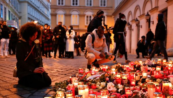 People pay respect on the site of a gun attack in Vienna, Austria, November 4, 2020 - Sputnik International