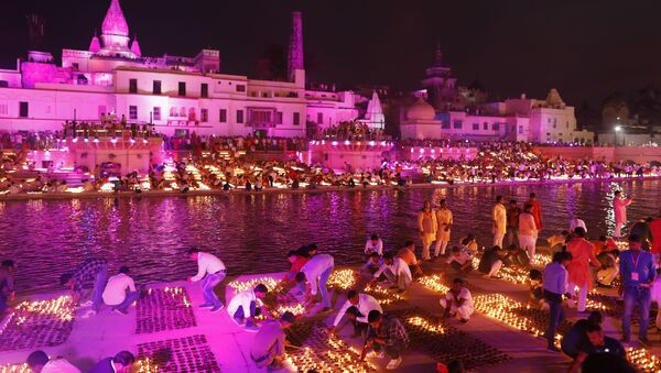 People light lamps on the banks of the river Sarayu to celebrate Diwali in Ayodhya, India, Saturday, Oct. 26, 2019 - Sputnik International