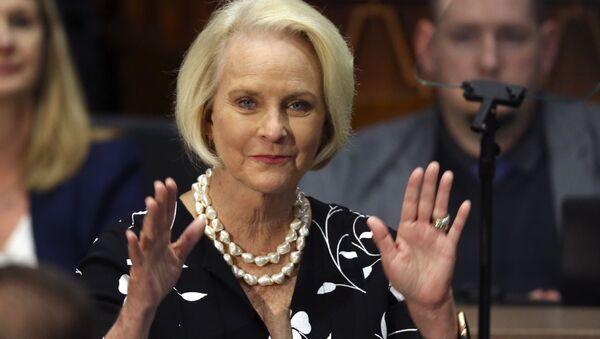FILE - In this Jan. 13, 2020, file photo Cindy McCain, wife of former Arizona Sen. John McCain, waves to the crowd  - Sputnik International