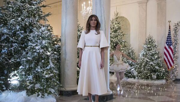 First lady Melania Trump pauses as a ballerina performs a piece from The Nutcracker behind her among the 2017 holiday decorations in the Grand Foyer of the White House in Washington, 27 November 2017 - Sputnik International