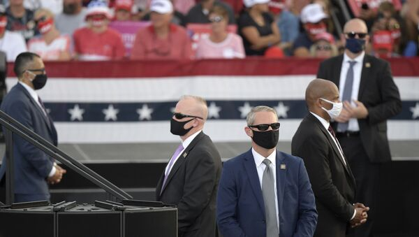 Secret Service agents watch the crowd as President Donald Trump addresses supporters during a campaign rally at the Ocala International Airport, Friday, Oct. 16, 2020, in Ocala, Fla. - Sputnik International
