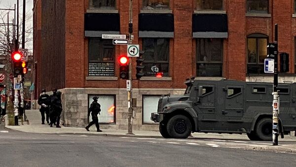 Police maintain a security cordon after media reports of a hostage incident at the offices of gaming software developer Ubisoft in Montreal, Quebec, Canada November 13, 2020. - Sputnik International