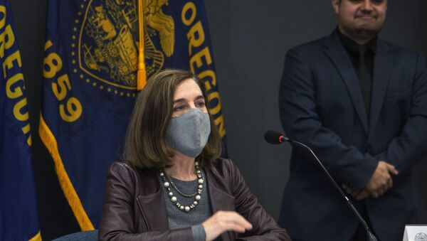 Oregon Gov. Kate Brown attends a news conference Tuesday, Nov. 10, 2020, in Portland, Ore. Brown and Oregon health officials warned Tuesday of the capacity challenges facing hospitals as COVID-19 case counts continue to spike in the state. - Sputnik International