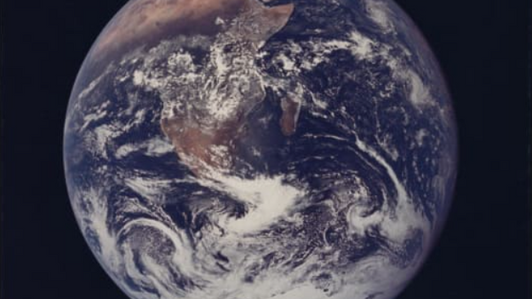 The Blue Marble, the first fully illuminated photo of Earth taken by a human in 1972. - Sputnik International