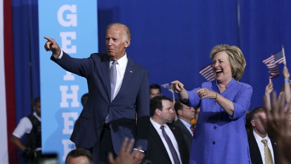 Democratic presidential candidate Hillary Clinton, right, and Vice President Joe Biden wave as they arrive at a campaign rally Monday, Aug. 15, 2016, in Scranton, Pa. - Sputnik International