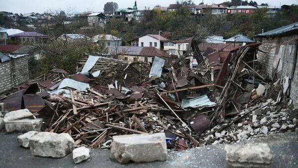 A view shows a damaged building in Stepanakert, the self-proclaimed Nagorno-Karabakh Republic - Sputnik International