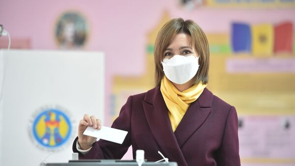 Presidential candidate Maia Sandu wearing a face mask casts her ballot at a polling station during the second round of Moldova's presidential election in Chisinau on November 15, 2020, amid the ongoing coronavirus pandemic.  - Sputnik International