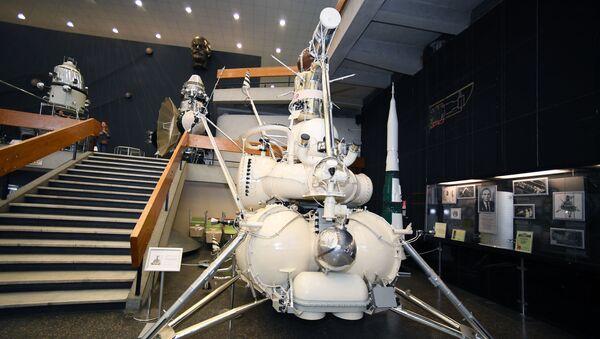 Soviet Luna-16 (Moon-16) automated station in the museum.  - Sputnik International