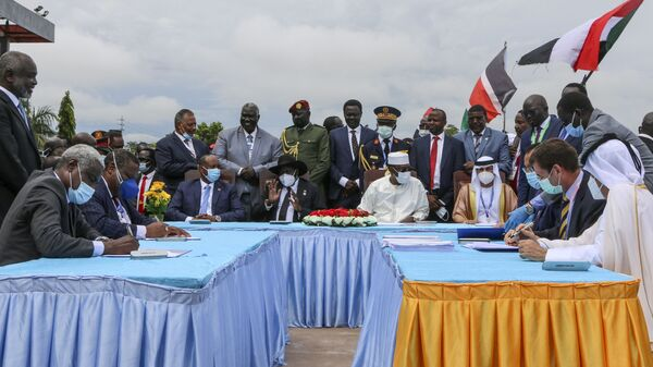 The head of Sudan's sovereign council, Gen. Abdel-Fattah Burhan, seated center-left, President of South Sudan Salva Kiir, seated center, and President of Chad Idriss Deby, seated center-right, attend a ceremony to sign a peace deal between Sudan's transitional authorities and a rebel alliance, in Juba, South Sudan, Saturday, Oct. 3, 2020. - Sputnik International