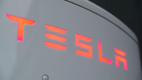 The logo of Tesla is seen at a Tesla Supercharger station in Dietikon, Switzerland October 21, 2020. - Sputnik International