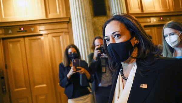 U.S. Vice President-elect Kamala Harris departs after a Senate vote at the U.S. Capitol in Washington, U.S., November 17, 2020.  - Sputnik International