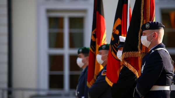 German armed forces Bundeswehr soldiers hold flags outside Bellevue Palace during a swearing-in ceremony, in Berlin, Germany, November 12, 2020.  - Sputnik International