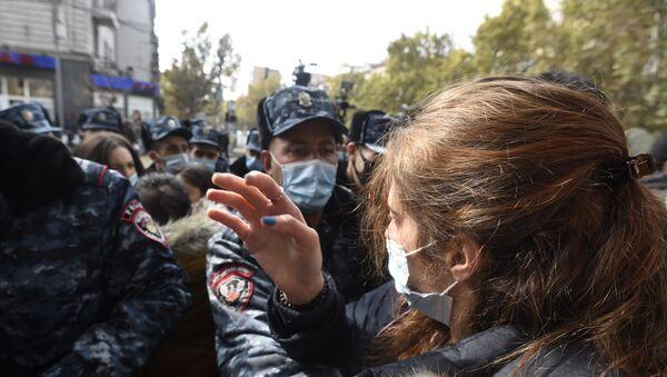 Opposition-led protests against the Nagorno-Karabakh ceasefire deal in Yerevan - Sputnik International