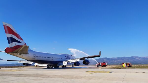 Firefighters at Spain's Castellón airport extinguish a fire aboard ex-British Airways Boeing 747 that was brought there for scrappage - Sputnik International
