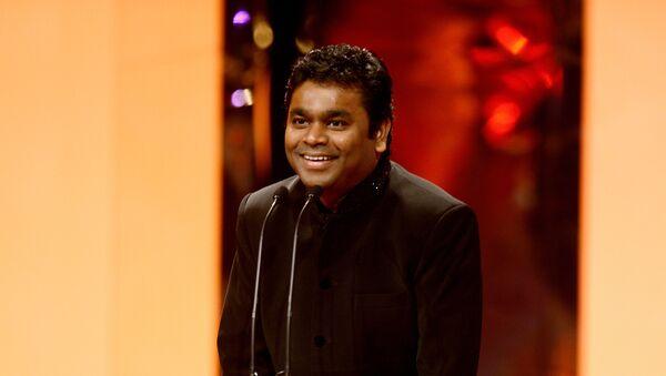 Winner of the Music Award for SLUMDOG MILLIONAIRE – AR Rahman: Rahman was presented the award by Singer, Kylie Minogue. - Sputnik International