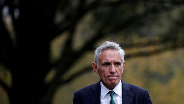 White House pandemic adviser Scott Atlas reacts as he leaves after a television interview at the White House in Washington, U.S., October 12, 2020. - Sputnik International
