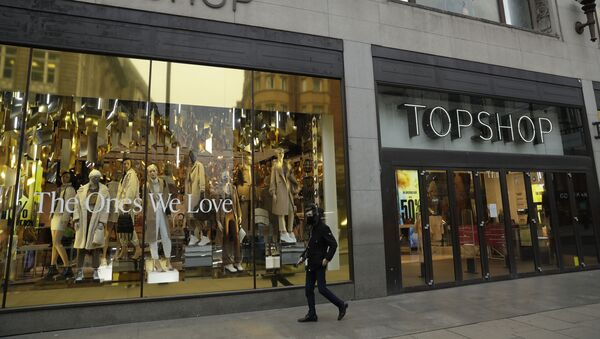 A person wearing a face mask to try to curb the spread of coronavirus walks past the temporarily closed Topshop flagship store on Oxford Street, during England's second coronavirus lockdown, in London, Monday, Nov. 30, 2020. Arcadia Group, the retail empire of tycoon Philip Green, which owns well-known British fashion chains like Topshop - Sputnik International