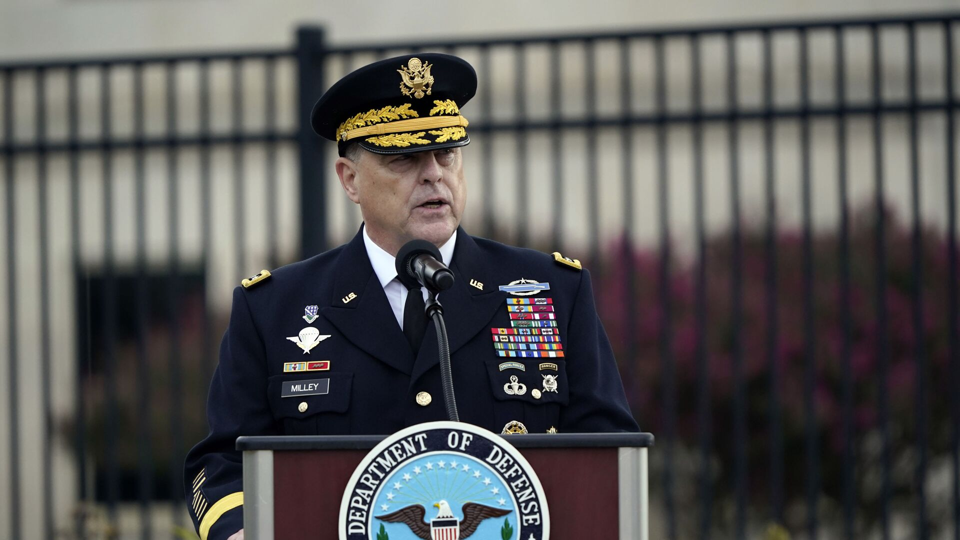 Chairman of the Joint Chiefs Gen. Mark Milley speaks during a ceremony at the National 9/11 Pentagon Memorial to honor the 184 people killed in the 2001 terrorist attack on the Pentagon, in Washington, Friday Sept. 11, 2020 - Sputnik International, 1920, 17.09.2021