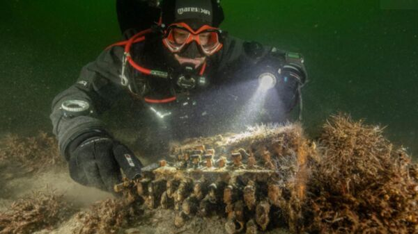 """Divers came across the machine in the Baltic while documenting """"ghost nets"""" discarded by trawlers.  - Sputnik International"""