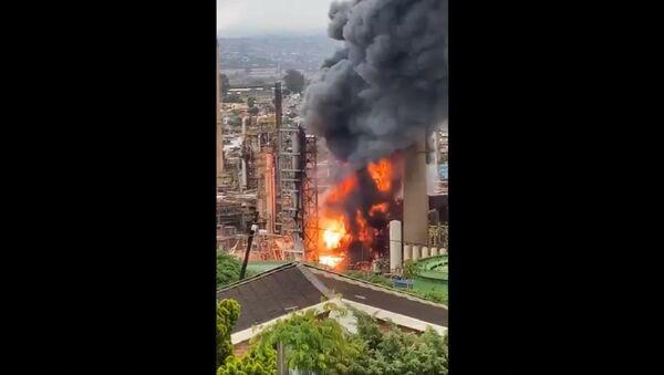 Explosion Rocks Engen Refinery in Durban - Sputnik International