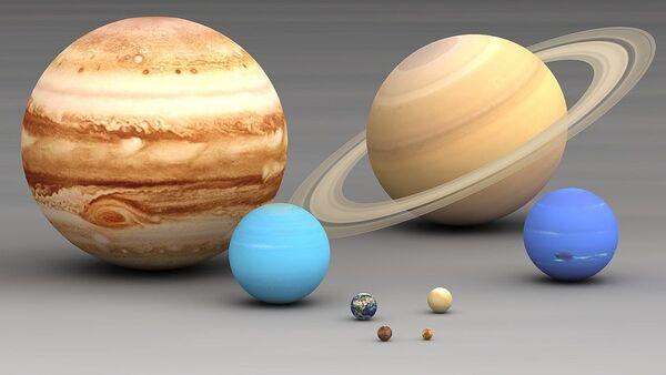 Solar system planets size comparison. Largest to smallest are pictured left to right, top to bottom: Jupiter, Saturn, Uranus, Neptune, Earth, Venus, Mars, Mercury - Sputnik International