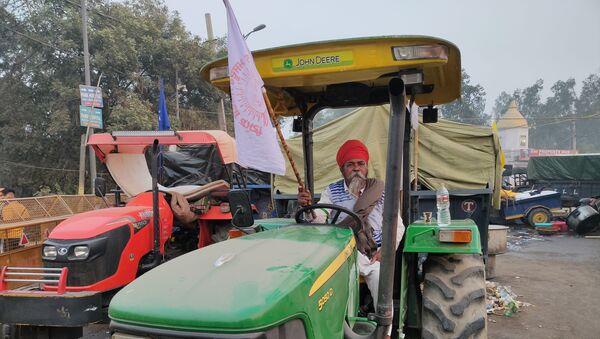 Elderly Farmers at the site - Sputnik International