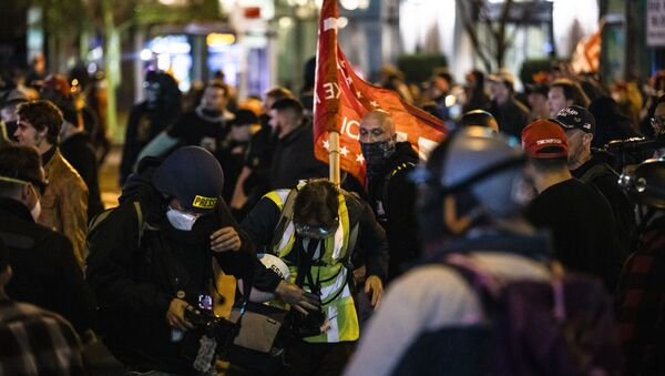 Members of Antifa and Proud Boys clash in the middle of the street after the Million MAGA March on 14 November 2020 in Washington, DC. - Sputnik International