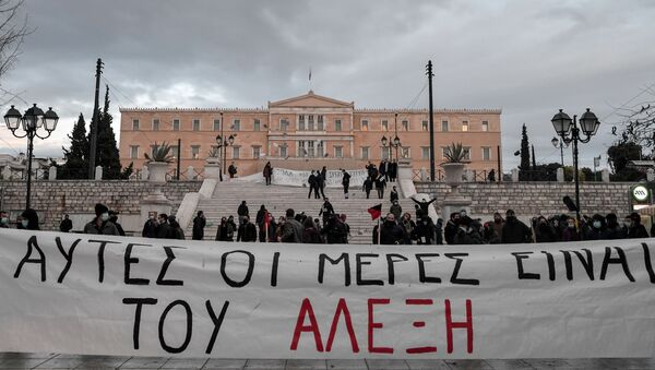 Members of Greek anarchist groups hold a banner reading in Greek those days belong to Alexis during an attempt for demonstration in front of the Greek parliament in Athens on December 4, 2020 to commemorate the killing of Alexis Grigoropoulos by the police, which sparked months of rioting across the country in 2008. - Sputnik International