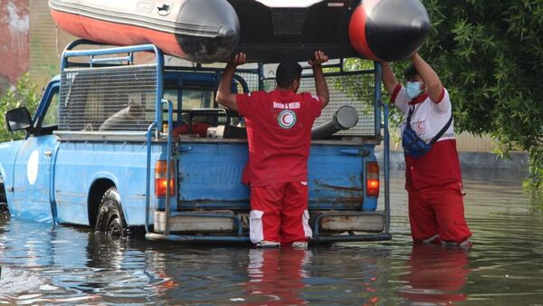 A photo showing two members of IFRC for Middle East and North Africa loading the inflatable boat during the floods in Iran, posted on Twitter December 2, 2020 - Sputnik International