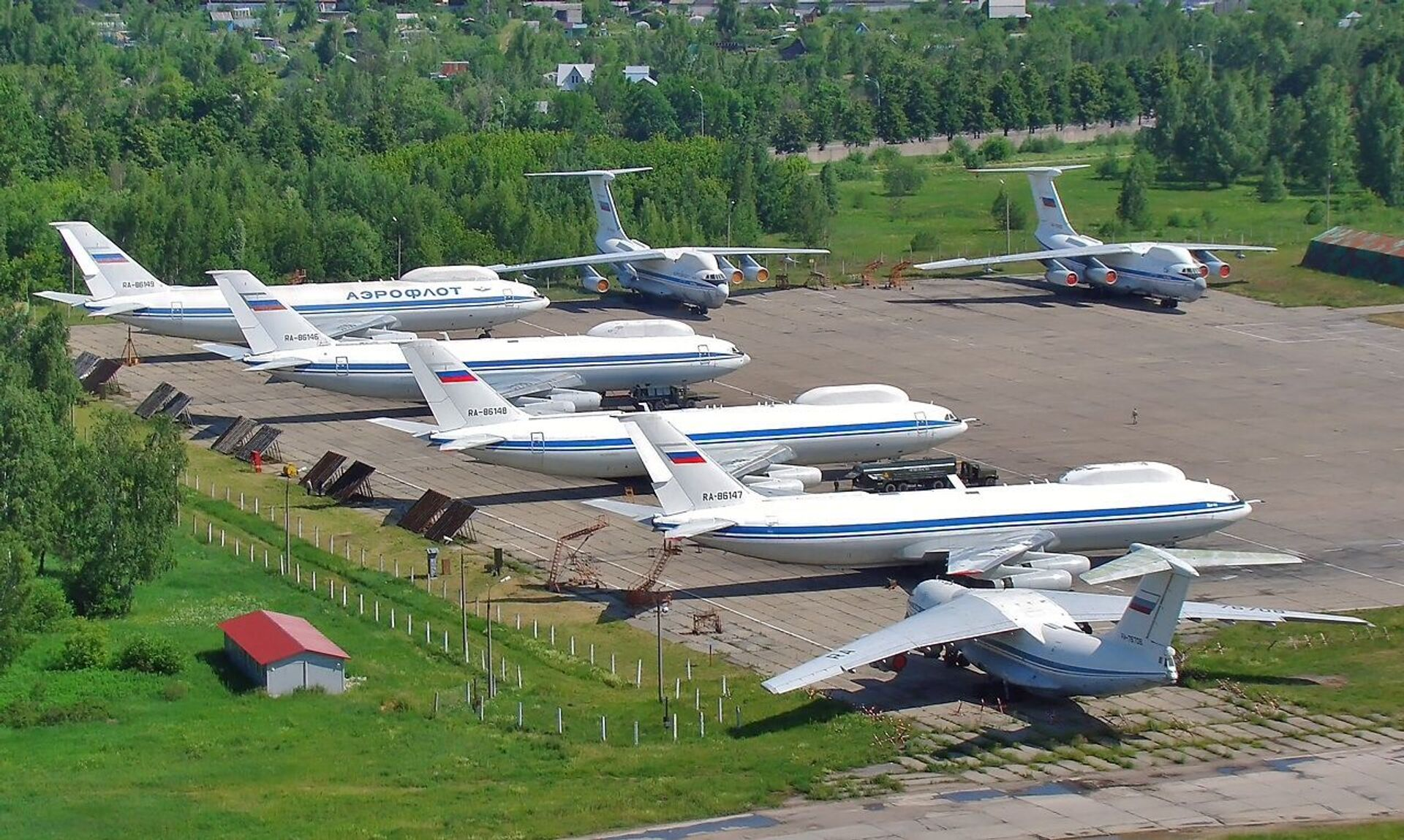 Four Il-80s and a pair of Il-76SKs at Chaklovsky airfield, 2011. - Sputnik International, 1920, 07.09.2021