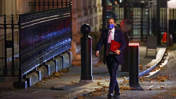 Britain's Health Secretary Matt Hancock wears an NHS face mask outside 10 Downing Street, in London, Britain 16 November 2020. - Sputnik International